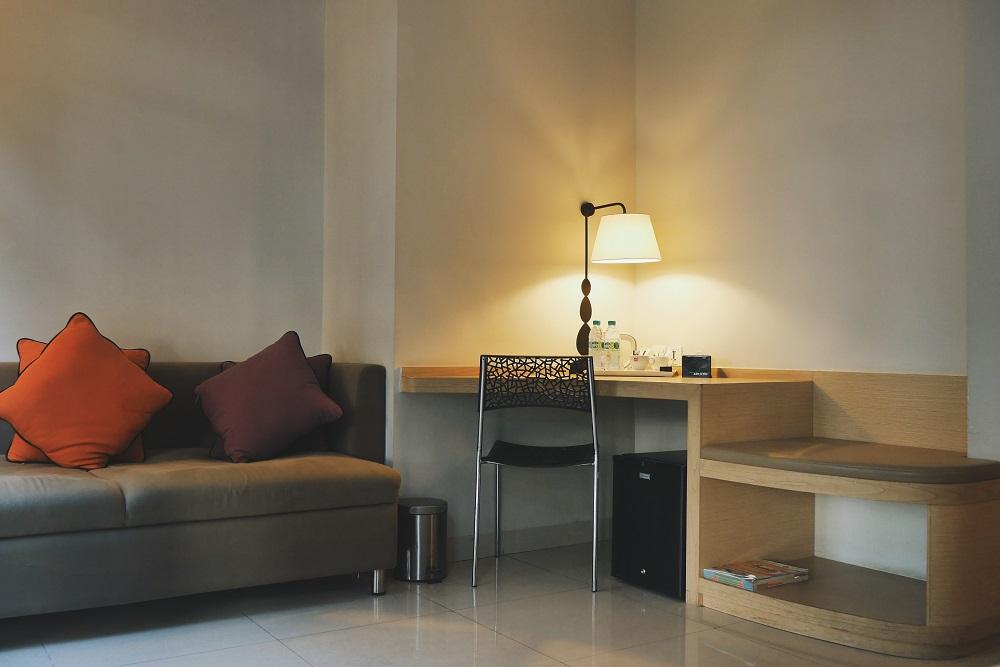 Sofa dan Meja untuk Bekerja
