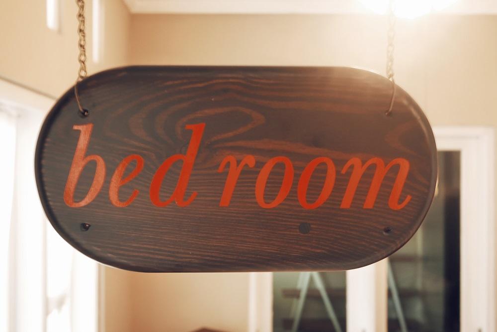Papan Petunjuk Ruangan Bed Room