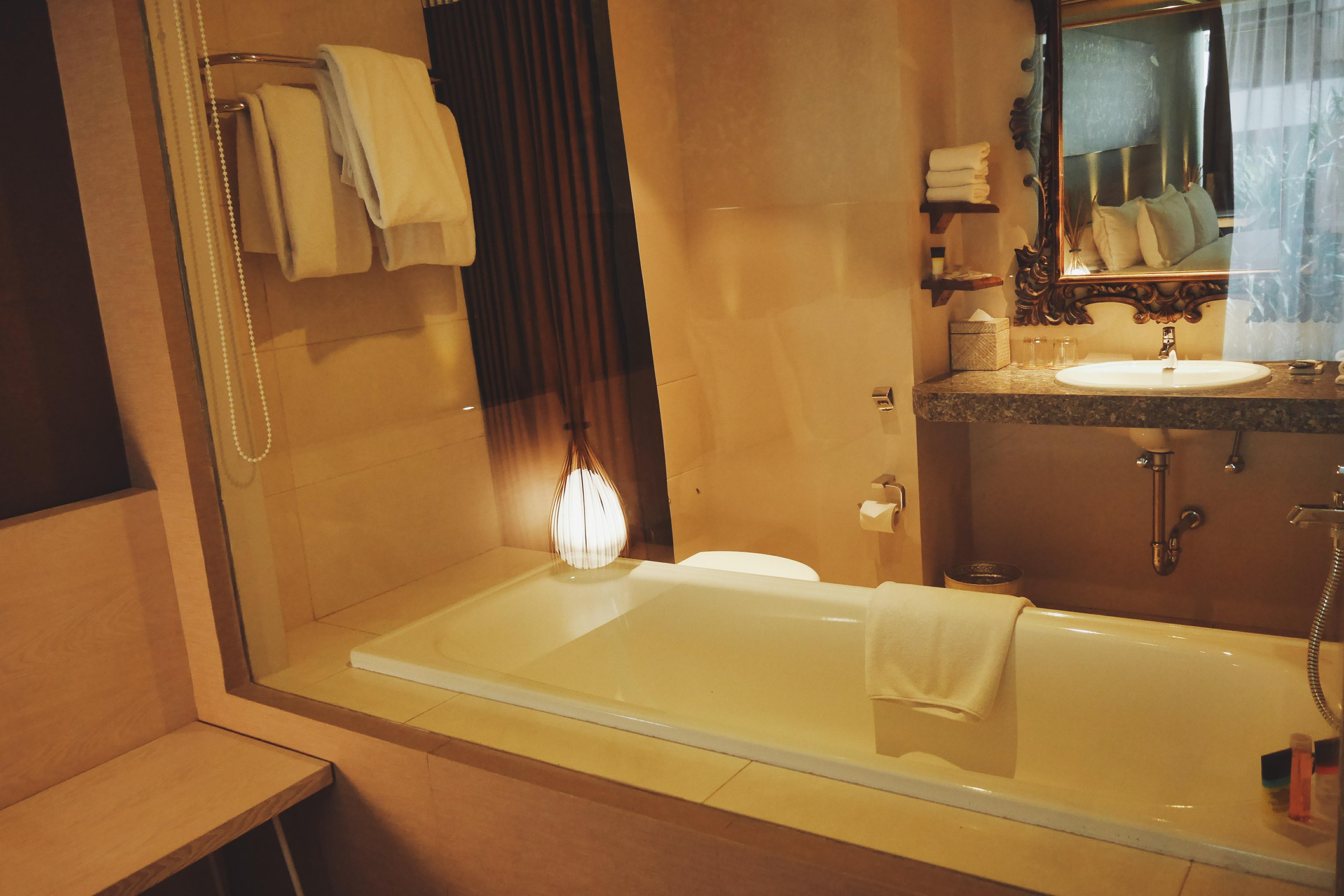 Kamar mandi dilengkapi dengan Bathtub