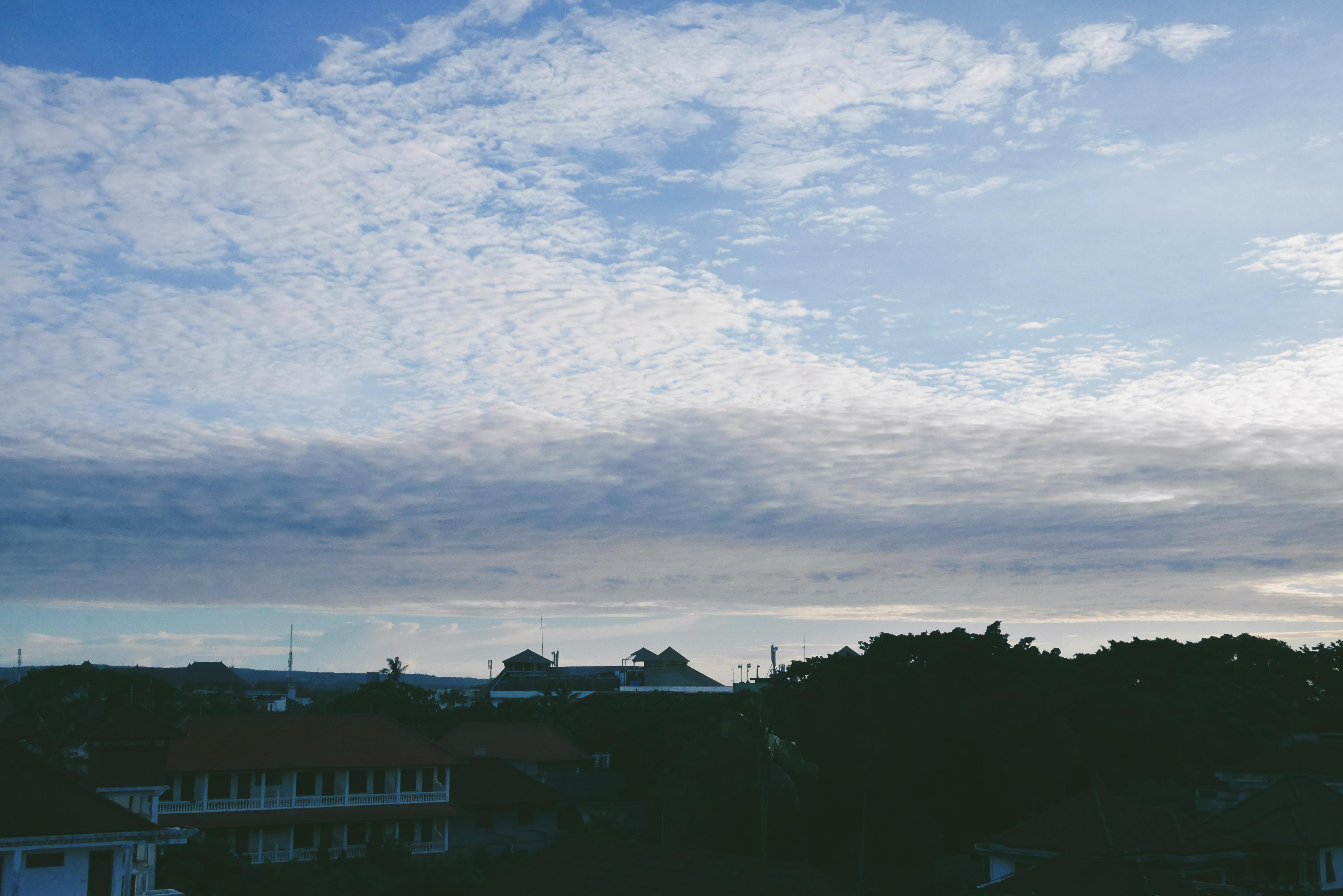 Langit Senja terlihat dari Rooftop Pool