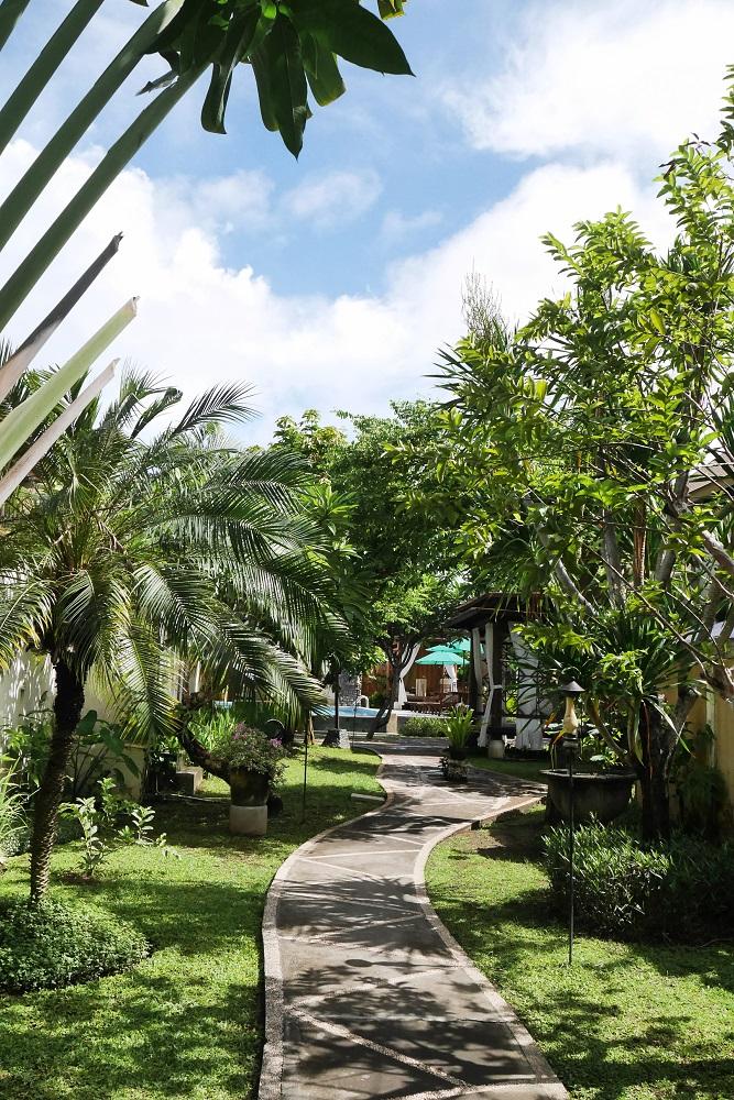 Jalanan setapak area villa
