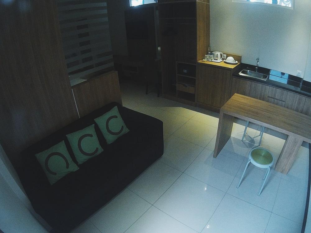 Sofa dan Meja Makan