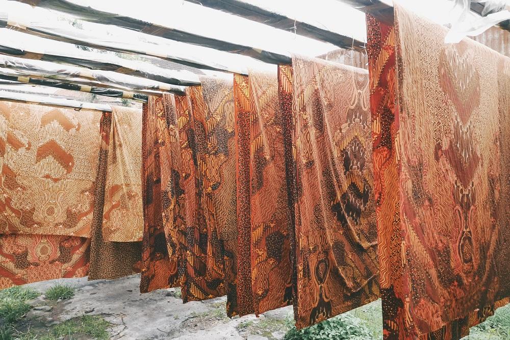 Kain Batik dalam proses penjemuran