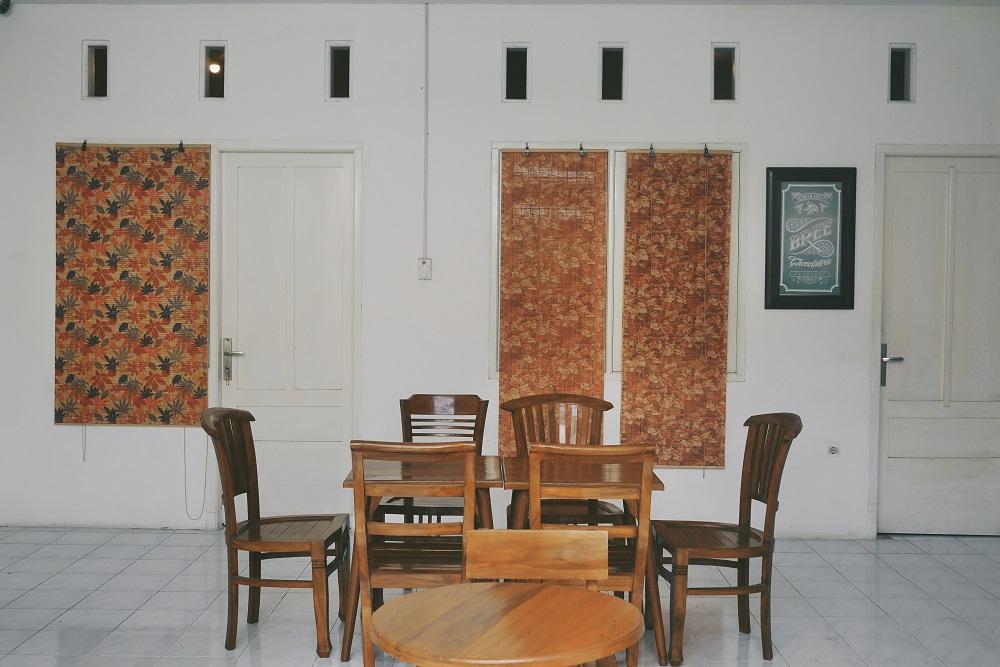 Tempat duduk yang bisa digunakan untuk meeting