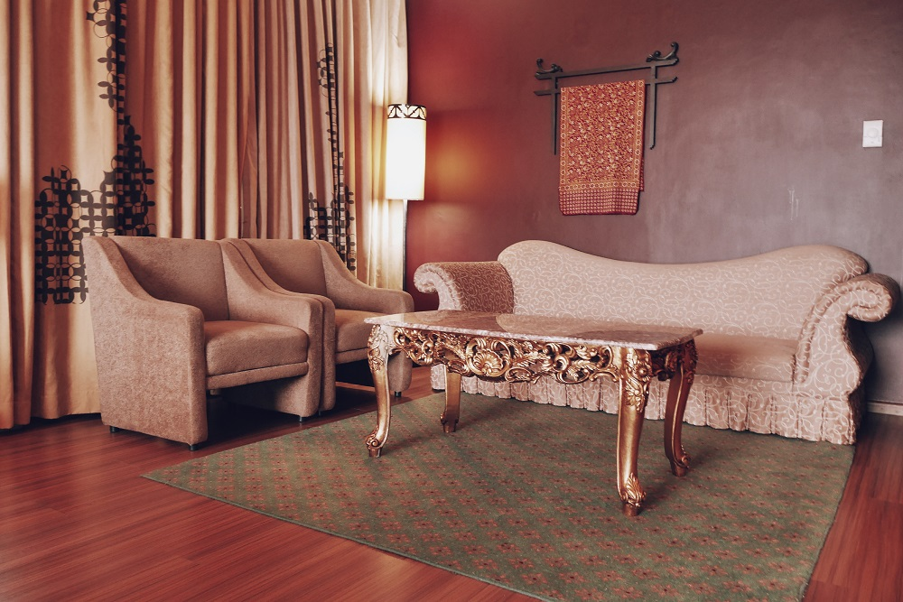 Sofa di Kamar Junior Suite