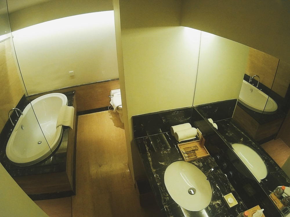 Kamar Mandi dengan Bathtub