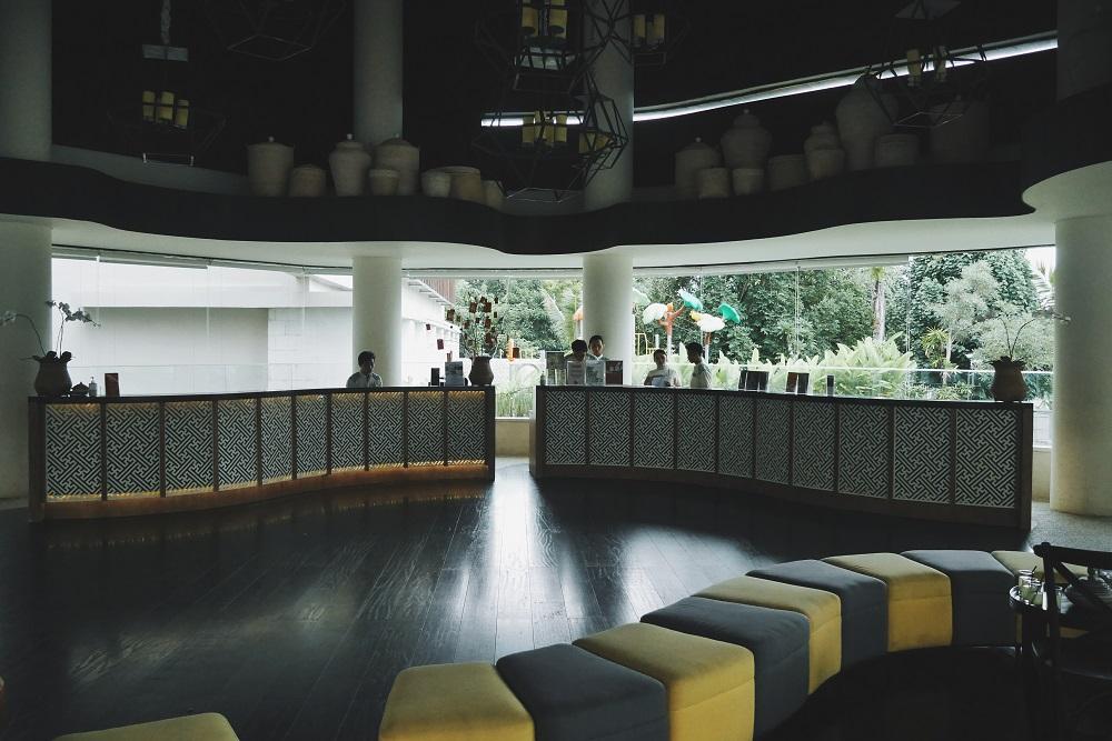 Lobby hotel yang luas