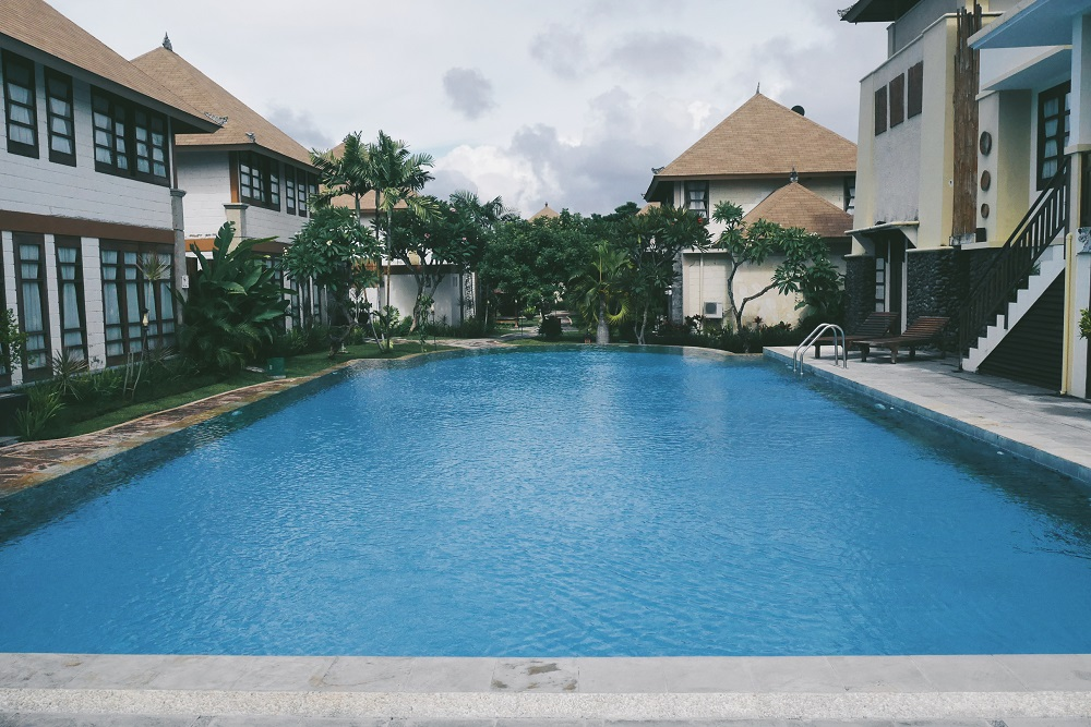 Kolam Renang Umum di depan villa One Bedroom 2nd Floor