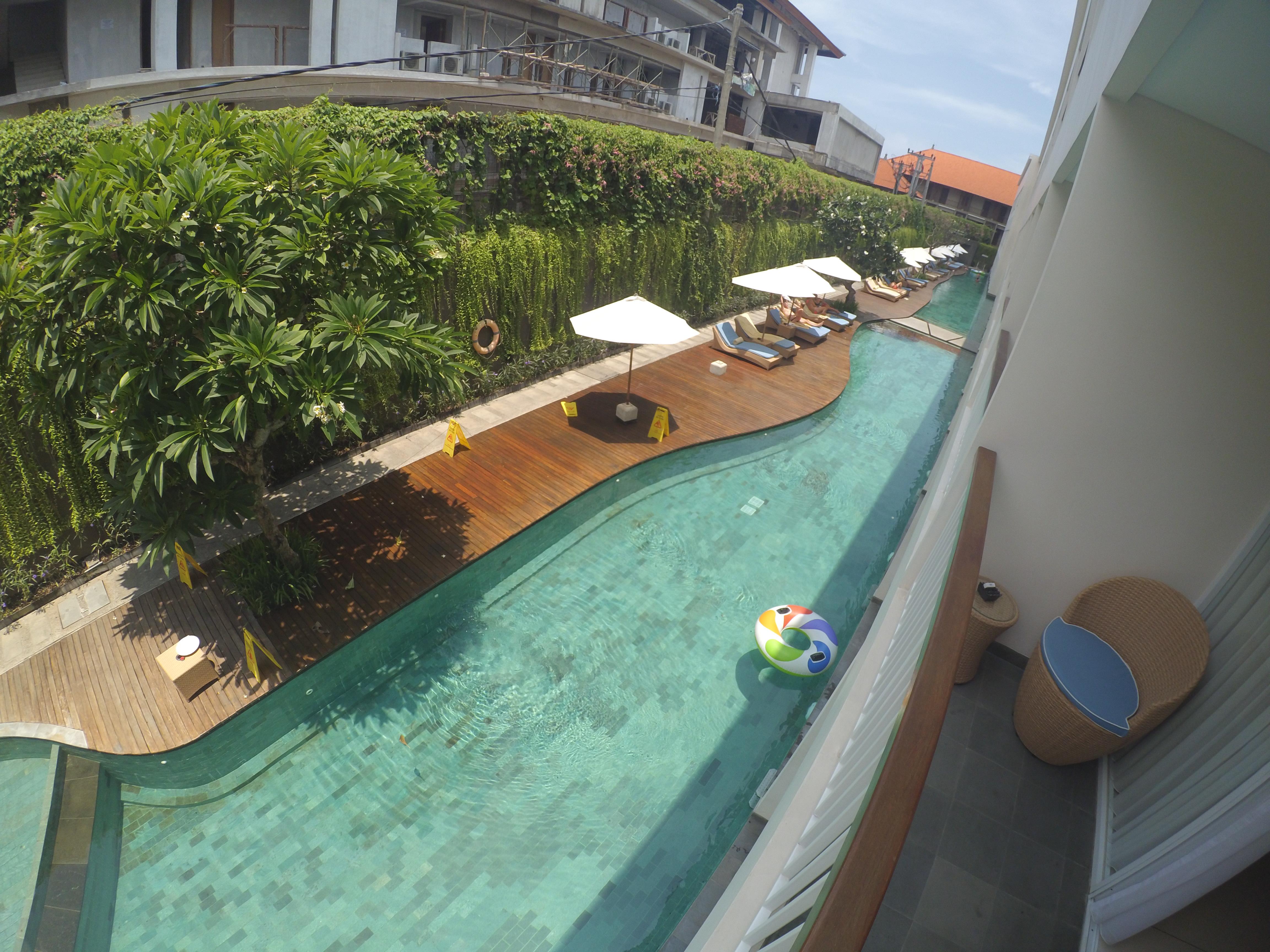 88 Metro Lagoon Pool dilihat dari balkon kamar